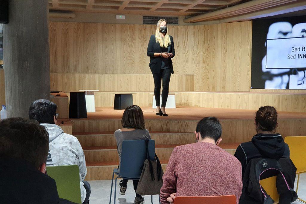 Laura Barquín apela a la rebeldía como ingrediente básico para el intraemprendimiento.